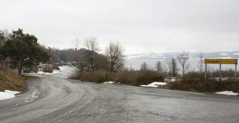 Ryddes: Kommunestyret i Ringsaker besluttet for noen år siden at Mengshol-brygga skulle ryddes og settes i stand.