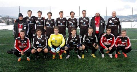Stoppen Sportsklubbs A-lag klare for sin første offisielle NM-kamp søndag ettermiddag.