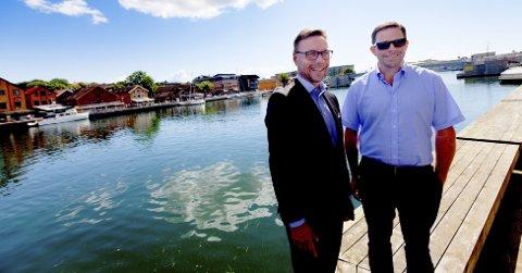 TENKER NYTT:  Hotelldirektør Øyvind Hagen (t.v.) og næringssjef Øystein Sandtrø vil gi turistinfo på nye måter. FOTO: PEDER GJERSØE