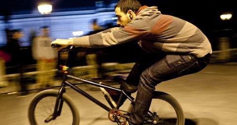 Rodrigo Gil og hans kompiser bruker Plaza de Oriente som både treffsted og skatepark.