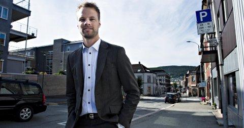 Jon Helgheim leder i Drammen Frp, og nestleder i Buskerud Frp mener kommunene i Buskerudbyen stilltiende aksepterer bommer på kommunegrensene uten å få så mye igjen. – Folk aner ikke hva som kommer, sier han.