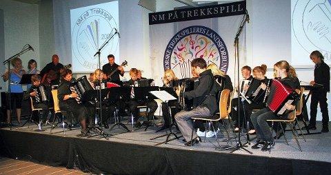 Moss Spellemannskompani gir aldri en dårlig konsert, og spiller like gjerne gammeldans som samtidsmusikk. I helga gjorde de sitt beste norgesmesterskap noensinne.