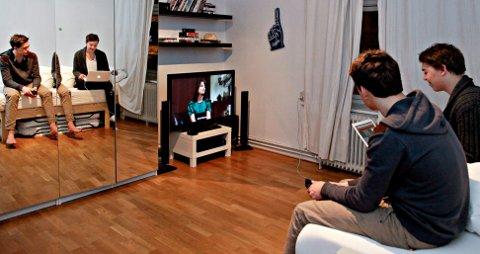 Jacob Alstedt og lillebroren Jonas Alstedt er fornøyd med at de kan se sine favorittserier når og hvor de vil.