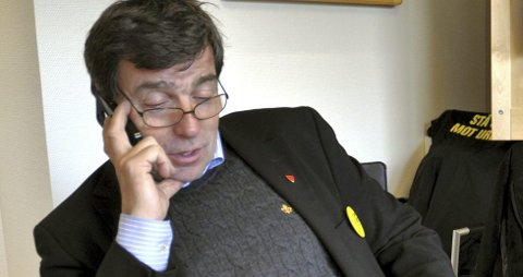 Ringer og ringer: John Ødbehr har telefonregninger på linje med de mest ekstreme stortingsrepresentantene, men mener at 240.000 kroner på fire år må man regne med.