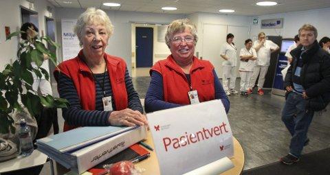 En viktig brikke ved sykehuset i Moss er pasientvertene, her representert ved Eva Hollfjord (til venstre) og Ingebjørg Osufsen.