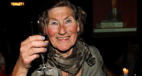 Frøydis Wroldsen hevet sjampanjeglasset på de rødgrønnes valgvake på Katti natt til tirsdag. Snart kan 68-åringen være leder for et politisk utvalg med totalbudsjett på svimlende 1,2 milliarder kroner.