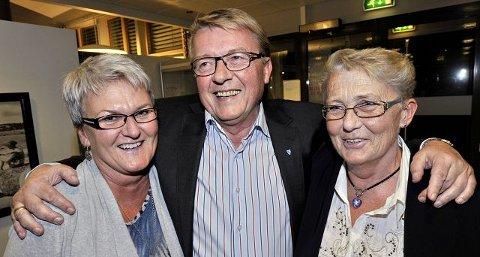 Eivind Norman Borge står usedvanlig sterkt på Hvaler. Mange har gratulert ordføreren med valgresultatet. Her Anne-Lise Pettersen og Kari Jørgensen.