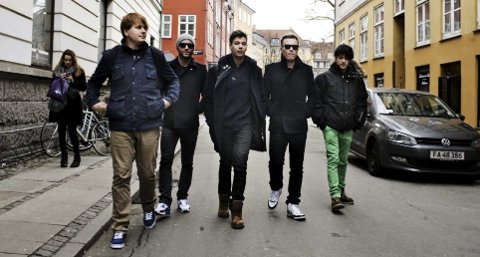 Alexander G. Ågedal (nr. 2 f.v.) har vært bassist i Donkeyboy siden 2006. Her i København, vinteren 2012.