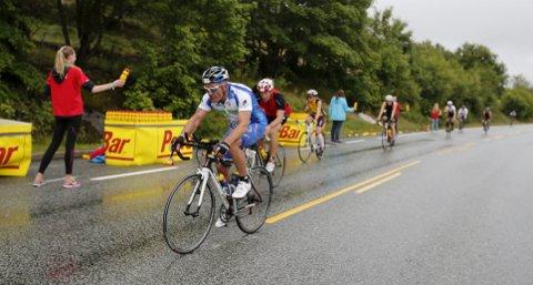 HAR NOE Å GI: De frivillige er absolutt nødvendige for store arrangementer som Ironman. Det er flott at arrangører er bevisste på å ikke slite dem ut – eller stjele frivillige fra hverandre.ARKIVFOTO: ALFRED AASE