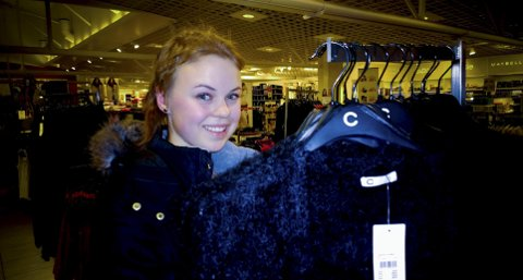 FORMIDLER: Hanna Marie Stauri (17) er en av mange i Hamar som liker å formidle inntrykk, tanker og ideer gjennom å skrive blogg. For Hanna Maries del omfatter blogginga blant anna interesse for klær og for produktene hun i egenskap av blogger mottar fra produserer som gjerne vil bli nevnt av henne i tekstene hun skriver og bildene hun legger ut.