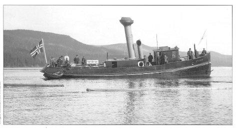 FØRSTE TUR: D/S Storsjø på sin første prøvetur ved Burua i 1912.Foto: PRIVAT