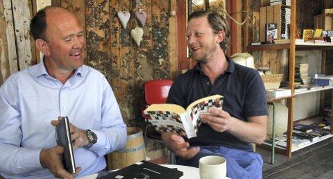 FESTIVALKLAR: Jan Mathiesen (til venstre) og Frank Krogh Kongshavn har plukket fra gode poeter, ferske og mer erfarne. Samtidig er de glad for å få Mari Boine, Michael Krohn og andre musikere til Haugesund 23.–23. mai. Foto: Truls Horvei