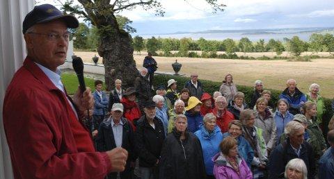 FENGET: Westye Høeghs historier om Fjugstad gård ga historielaget ny oppmøterekord.ALLE FOTO: TOM ARILD DAHL