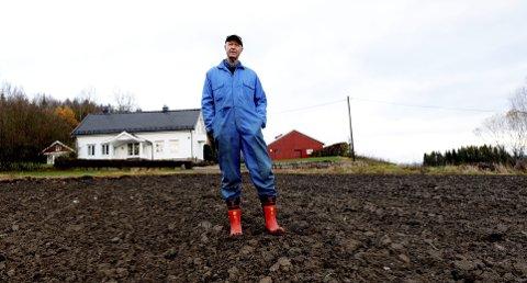 Fra han var ti år gammel måtte Jørgen Ole Haslestad jobbe på gården. Frihelger fantes knapt i skole- og studietiden, han måtte alltid hjem for å ta et tak. Han ble Hofs største skatteyter. I fjor sto den nylig avgåtte Yara-sjefen oppgitt med en formue på 23 millioner, en inntekt på 11,5 og et skattetrekk på 5,6 millioner kroner.