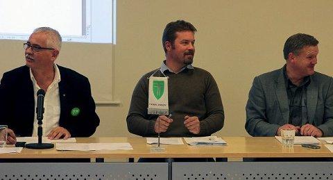 NY: Thomas Fosen fortsetter som ordfører, mens varaordfører Jon Olav berget er ny i stolen. Rådmann Jon Gjæver Pedersen (t.h.). FOTO: Lars Bryne