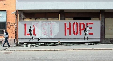 LOST HOPE: – Jeg synes det nesten er litt søtt at samfunnet per i dag har lyst til å like graffiti, men forstår det ikke helt. Street art er samfunnets måte å finne en type graffiti de liker, sier graffitimaler (28). Veggmaleriet er malt av Martin Whatson.
