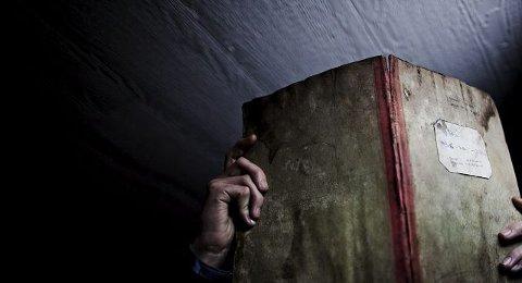 Notatbøker med pasientnavn i den ene kolonnen og prøveresultater i den andre, ble det funnet 14 stykker av i den ene av de nedlagte bygningene ved Lier sykehus.