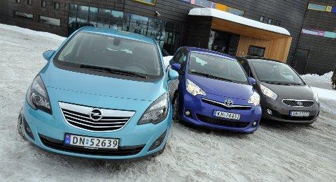 Opel Meriva, Toyota Verso-S og Kia Venga. Målt i forhold til plass konkurrerer de alle fullt ut med kompaktbiler i klassen over.
