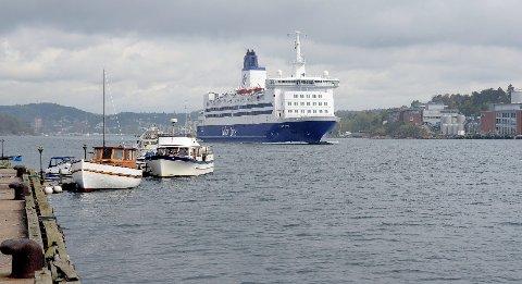 Color Viking på vei ut sandefjordsfjorden. Foto: Olaf Akselsen