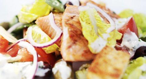 Bitene i salaten er store og gjenkjennelige.