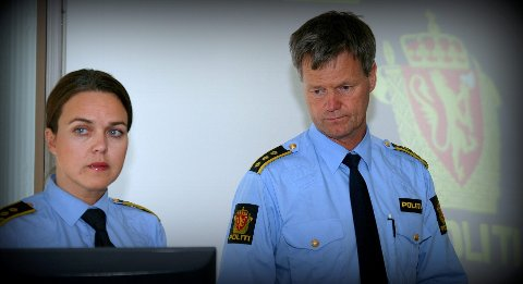 Politiadvokat Ann Irén Svane Mathiassen og lensmann Reidar Foss informerte pressen om drapet i Hurum tirsdag. Både hendelsesforløpet, relasjonen mellom den siktede og avdøde, samt hvorvidt det ble brukt våpen ønsker ikke politiet å si noe om.