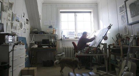 Selvlært billedkunstner: Johan Ask Vikse må daglig innom atelieret på HKV. Her har han de siste månedene billedliggjort tekstene på gunnar                     tofts kommende album. Foto: Harald Martel Bersaas