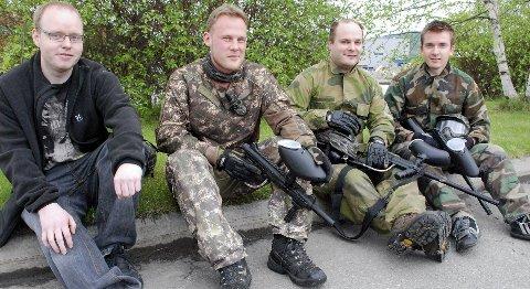 STYRET: Fra venstre Erlend Øyen, Thomas Findahl, Frank Noreng og Tore Kaasen i styret for N.Ø. Paintball på Tynset.
