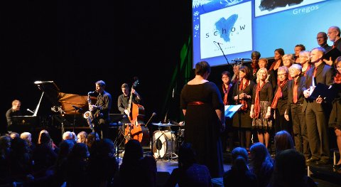 Den instrumentale musikken bar preg av jazz og tradisjonell julemusikk.