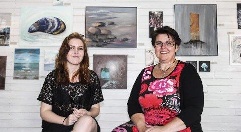 Spente på responsen: Sandra (t.v.) og Sissel Madsø Granvang stiller ut på Kallum Søndre i helgen.FOTO: ANDERS ENGEN SANDÉN