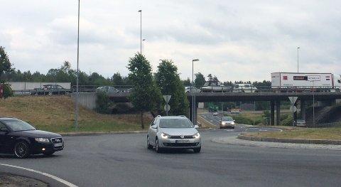 Køen går forbi avkjøringen til Moss Nord ved Mosseporten.