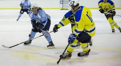 Viste vei: Svenske Viktor Skeppström (nr. 50) var med å sørge for full pott mot Ski Icehawks i helga.foto: terje størksen