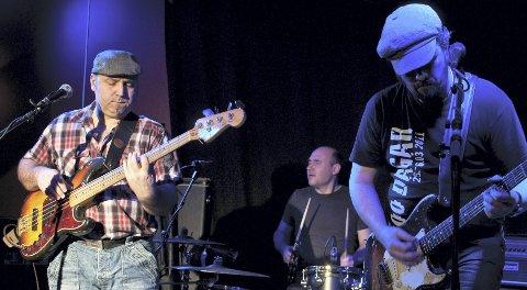 TUBESNAKES LIVE: Fra venstre Johnny Stensletten på bass, Per Inge Stensletten (trommer) og Lars Oddbjørn Vad, som døde 16. juni 2013, 43 år gammel. Foto: Privat