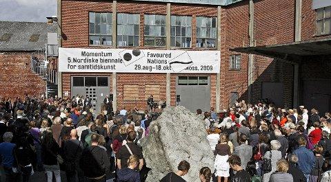 Momentum Kunsthall i Møllebyen trenger sårt opprustning i form av publikumsfasiliteter og mulighet for helårsbruk. Hadde diskusjonen vært tatt tidligere, hadde kunsthallen kunnet vært en del av et fremtidlig kulturhus. Nå derimot er det tiden som gjør det umulig å ta en slik diskusjon.