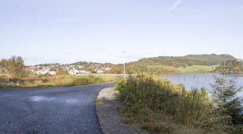 Tuastadvatnet:  Karmøy kommune beskriver de nye tomtene ved Tuastadvatnet på Karmøys fastlandsside som kjempetomter. Foto: Lillian Haug Sortland