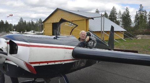 KLAR FOR NM: Morten Belstad er deltaker og organisator under akro-NM som arrangeres på Trysil flyplass på Sæteråsen fredag og lørdag denne helga.FOTO: Ola Kolåsæter