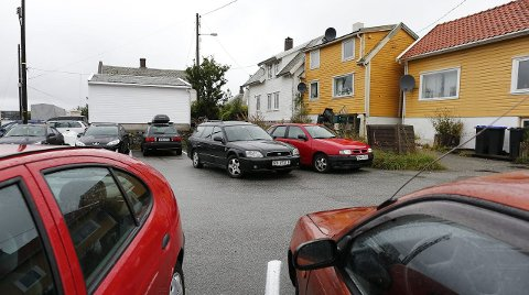 SKILTET: Aibel har satt opp reservasjonsskilt på parkeringsplassen.  Arkivfoto: Alf-Robert sommerbakk
