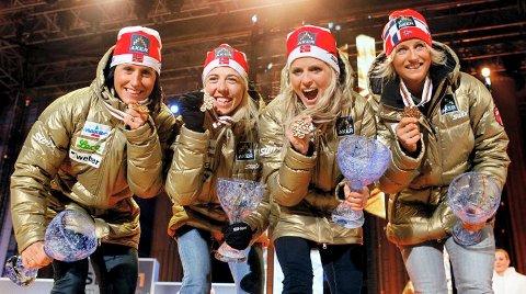 Skikongene viser at de har tatt medaljer før. Fra venstre; Marit Bjørgen, Kristin Størmer Steira, Therese Johaug og Vibeke Skofterud