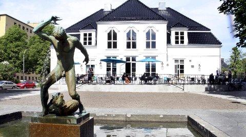 Hamskifte: Østfold Kunstnersenter og Kafé Nyt leier den gamle trevillaen i Ferjestedsveien 5 av Fredrikstad kommune.