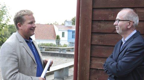 Kom: Sveinung Stensland (H) slo av en prat med Rolf Luneng, som i fjor ble fratatt sin autorisasjon da Norsk Borreliose Senter ble lagt ned.