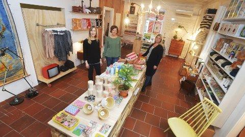 Anne Bjelke (til venstre), Katherine Schweder og Pia Indrebø satser nå for fullt på både butikken og nettbutikken 13. Der selger de nytt og gammelt og har kunder fra fjern og nær.