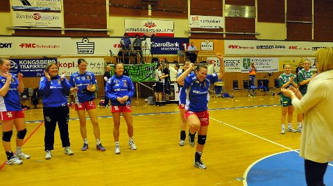 Camilla Thorsen feiret med dans da hun ble kåret til Skrims beste spiller da de møtte Fjellhammar. Vinner Skrim i kveld blir det nok flere som vil svinge seg på parketten.