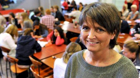 Rektor Gunhild Rosnes ved Glemmen vgs. spiser gjerne i skolekantina, og opplever at de fleste av elevene på skolen fortsatt velger å gjøre det samme.