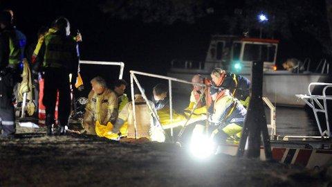 To av fire personer som satt i båten omkom, og en tredje ble alvorlig skadet. Bare båtføreren som nå er tiltalt fikk ingen fysiske skader.