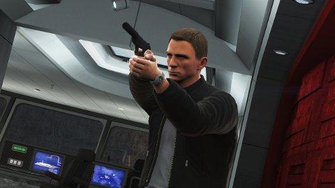 Mannen med den ålreite pistolen er tilbake