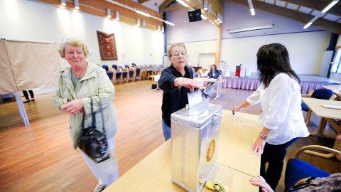 Mandag formiddag var Ingri Pedersen og Kari Børmarken på Lisleby samfunnshus for å gi sin stemme.