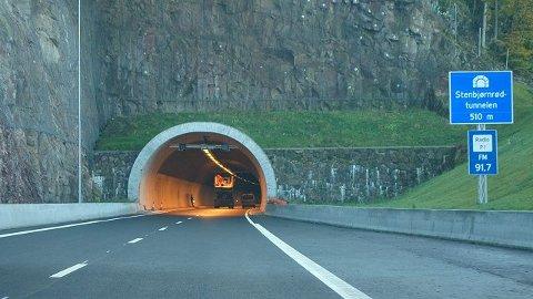 LOKALT: Apeness-familien er ikke lenger alene med Steinbjørnrødnavnet. Tunnelene vest for gården har lånt navnet.