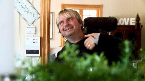 I JULEFORM: Dagfinn Enerly ser frem til en aktiv jul hjemme i huset på Larkollen, hvor han skal tilbringe høytiden sammen med hele familien. Foto: Kristoffer Iversen