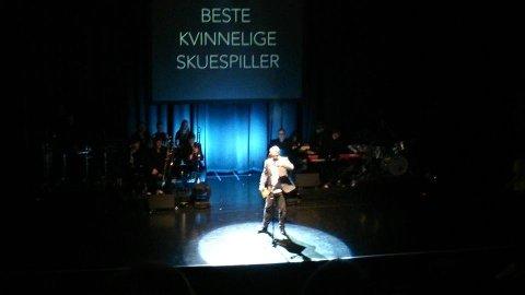 REVYKAVALKADE: Her deles prisen ut til årets beste kvinnelige skuespiller.