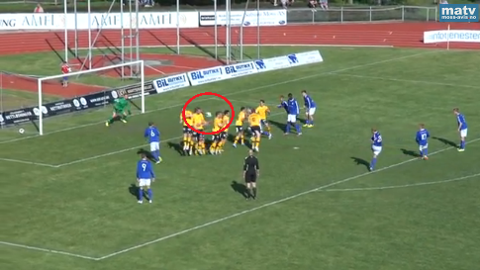 Her går ballen forbi muren og i mål, etter at Kjelsås fikk frispark rett utenfor 16-meteren.
