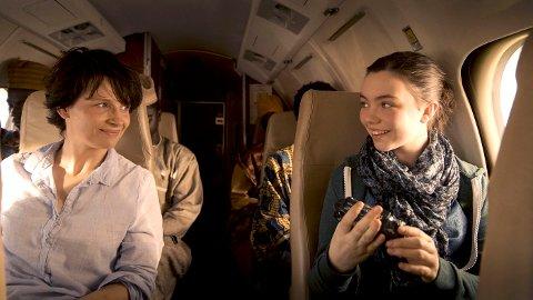 TO NOMINERTE: Juliette Binoche (t.v.) er nominert som beste kvinnelige skuespiller og Lauryn Canny beste kvinnelige birolle. FOTO: FILMWEB